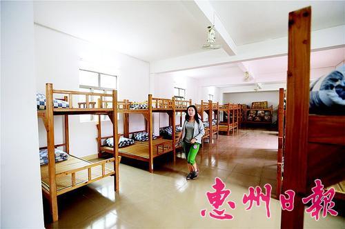 港口大澳村庇护中心为居民提供了120个床位。