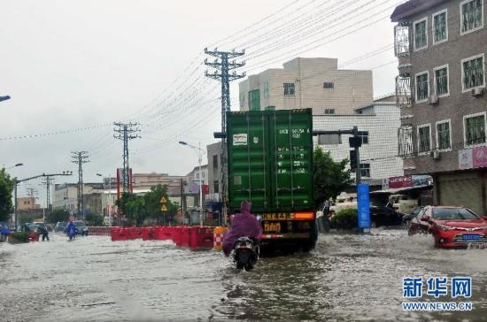 """台风""""莲花""""致登陆地广东陆丰71万人受灾"""