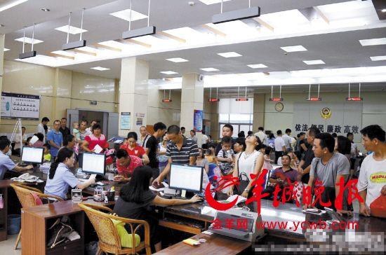 河源市公安局源城分局局長賴昌彬6月25日在微博上表示,出生入戶辦理大廳人滿為患