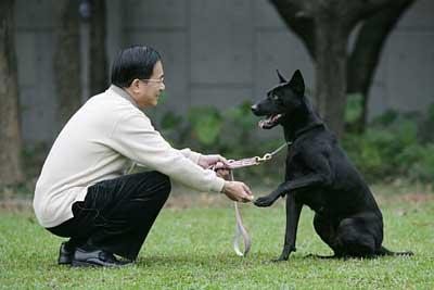 """陈水扁与爱犬""""勇哥"""""""
