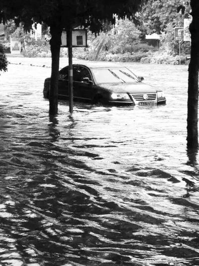 琼海昨降暴雨 部分路段被淹