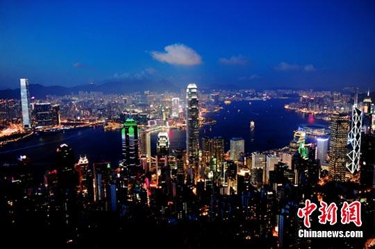 图:维多利亚港夜景.中新社发 陈文 摄-美媒全球富裕地区排名 香港图片