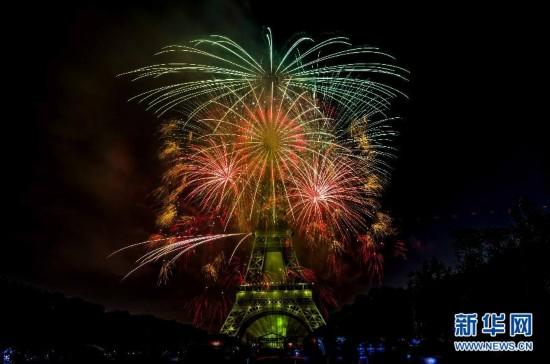 (國際)(4)法國:焰火迎國慶