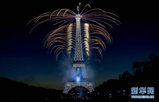 (國際)(1)法國:焰火迎國慶