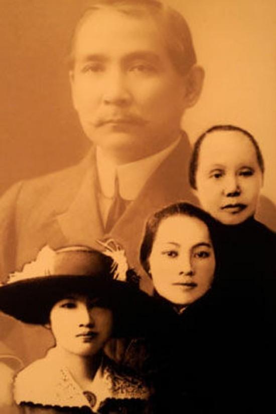孙中山的三位夫人:元配卢慕贞(上),陈粹芬(中)和宋庆龄.