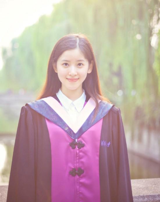 奶茶妹妹海量毕业照曝光 拍照时刘强东陪同