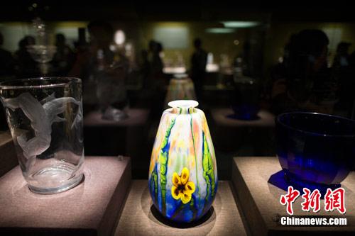 欧洲玻璃工艺品亮相山西再现2000年传承艺术