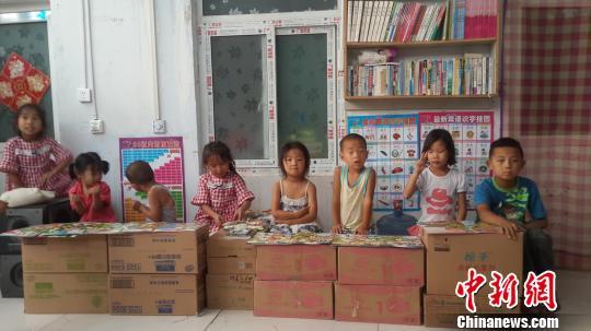 收养75名孤儿的河北妈妈:希望每个孩子都有家