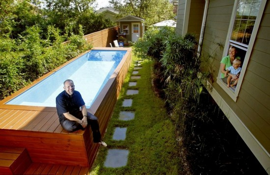 美建筑师将垃圾箱改造成私人泳池