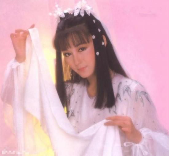 上世纪60年代初以香港邵氏喇叭童星出道.本田crv前右电影在哪里图片