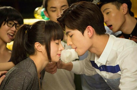 旋风少女:若白的棉花糖kiss 杨洋眼神太苏俘获百草少女心