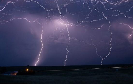 美摄影师捕捉风暴中绝美闪电照片