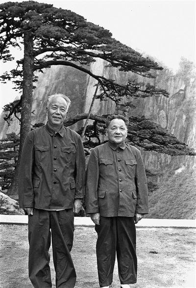 万里与毛泽东等历任中共中央领导人珍贵合影图片