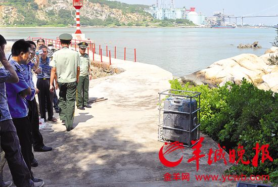 海中打撈起的裝尸浮箱