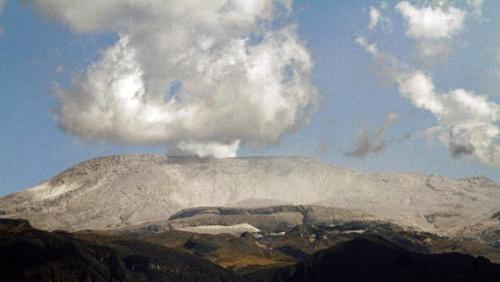 哥伦比亚首都附近火山喷发当局紧急关闭两机场