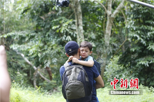 《爸爸去哪儿》诺一含泪不舍爸爸刘烨首度落泪(图)