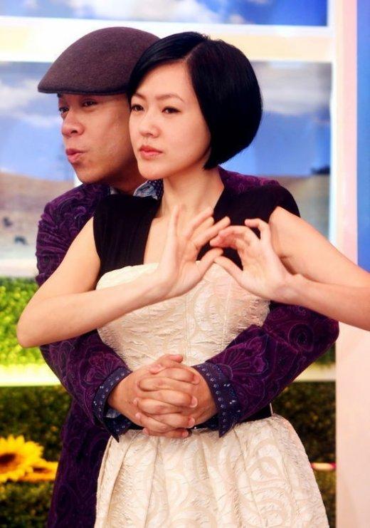 赵薇黄晓明吻戏拍60遍 盘点亲热不避嫌的男女