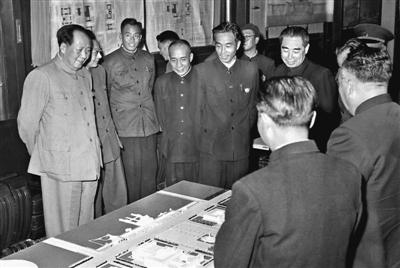 万里与毛泽东等历任中共中央领导人珍贵合影