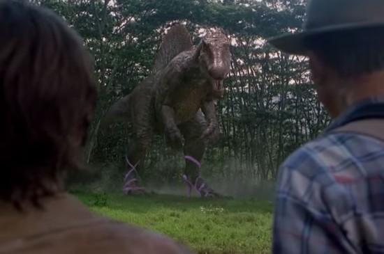 《侏罗纪公园》遭恶搞 恐龙穿高跟鞋大逃亡