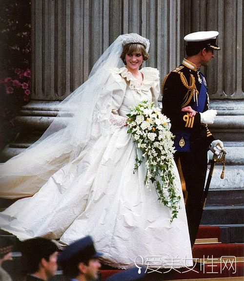 从摩纳哥王妃到1900的流行婚纱变迁揭秘