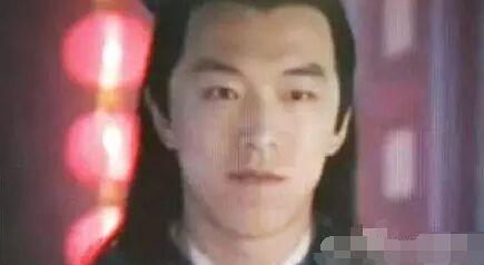 旧相片-黄渤少年时期照片曝光 五官清秀不输当红小鲜肉图片