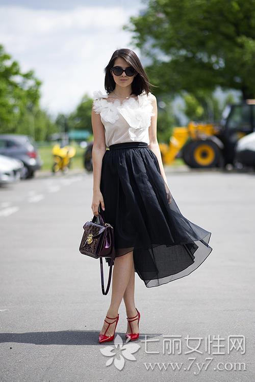 网纱裙搭配什么上衣_黑色裙子配什么鞋子适合各种不同场景的美鞋推荐--时尚--人民网
