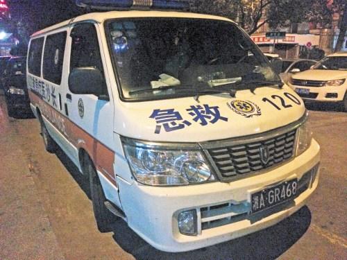 """长沙出现""""天价救护车""""跑17公里收费1200元"""