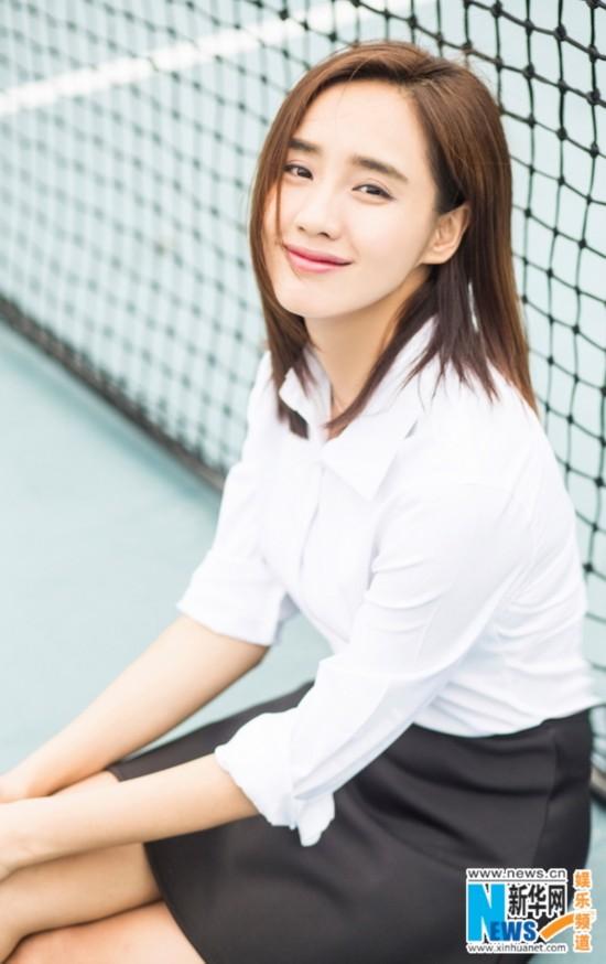 王智生日写真曝光 白衣黑裙显清新纯美