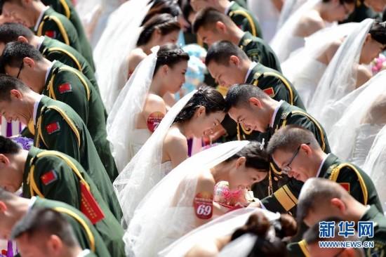 驻粤部队88对新人举行集体婚礼 庆建军88周年