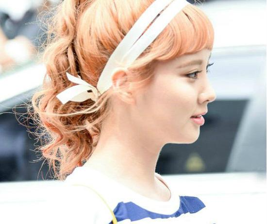 韩女团头顶七彩发色 演绎鲜嫩多汁韩系染发