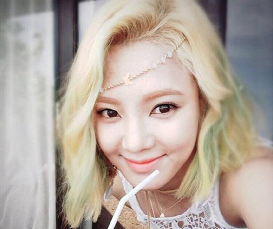 韩女团头顶七彩发色 演绎鲜嫩多汁韩系染发图片