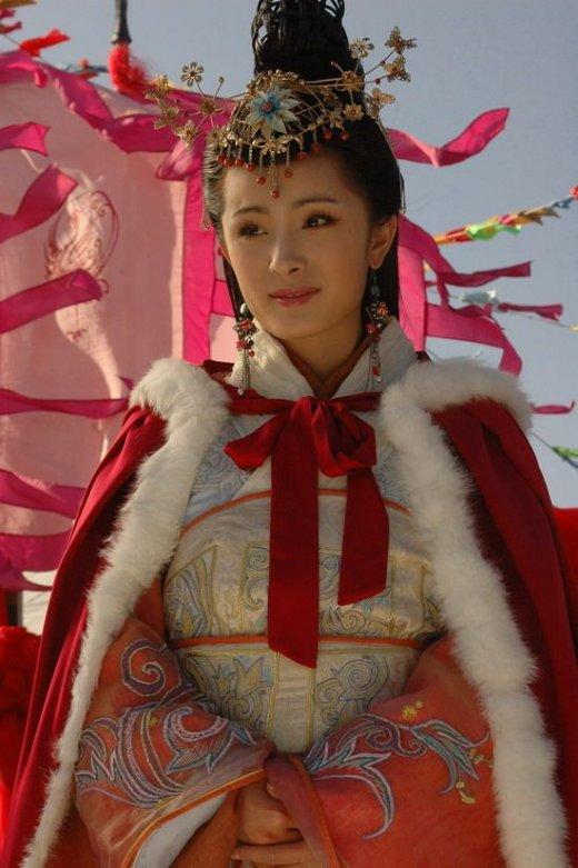 范冰冰把丫鬟演出女王范 四大美女造型谁惊艳