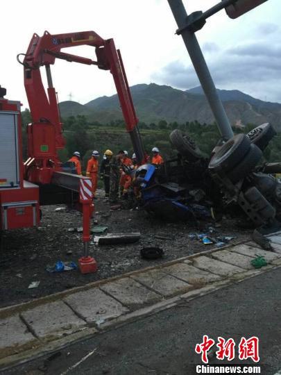 青海贵德境内5车相撞致特大交通事故7人遇难