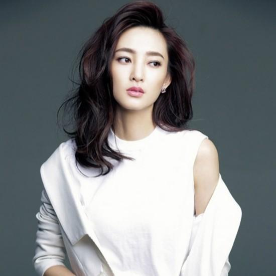 素颜女神王丽坤 时尚大片发型最美图片