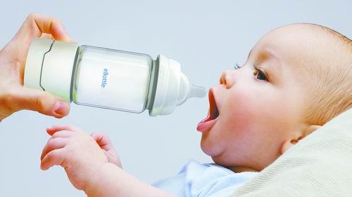 """智能奶瓶:""""恒温+消毒""""式解决方案为父母减压"""