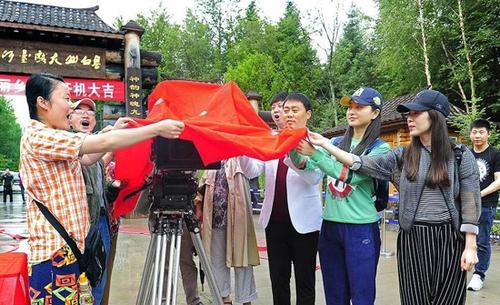 电视剧《美丽乡村》开机讲述年轻人返乡创业故事
