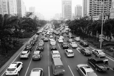 走访海口易堵路段:高峰期开车真不如骑车快