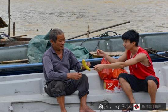 (凡人善举)(5)贵州:都柳江上摆渡老人40年救20余人