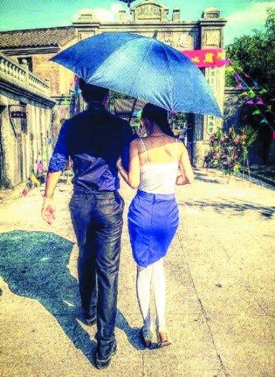 手绘撑伞女子背影