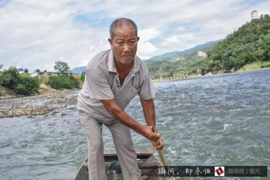 (凡人善举)(2)贵州:都柳江上摆渡老人40年救20余人