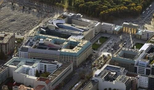 材料图:位于柏林的美国驻德国大使馆。