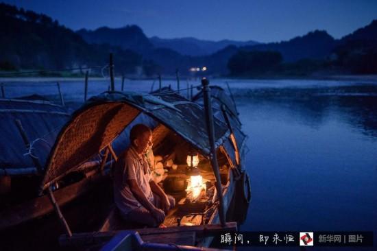 (凡人善举)(6)贵州:都柳江上摆渡老人40年救20余人