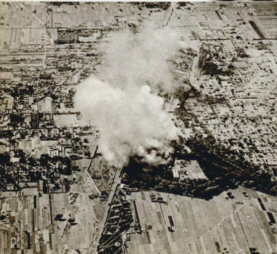 图为日机轰炸京汉、正太线石家庄火车站附近。