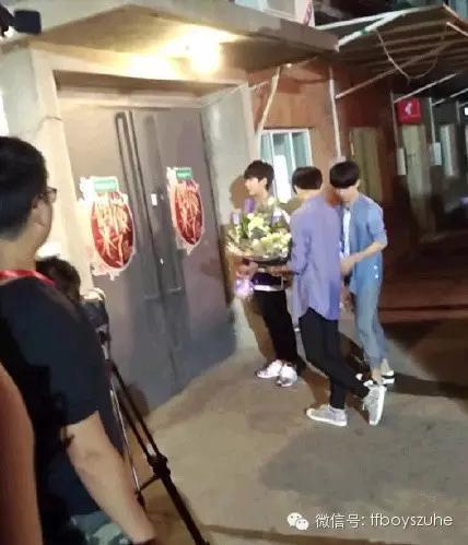 偶像来了曝光tfboys深夜探班见女神 蔡少芬朱茵PK秀恩爱/组图