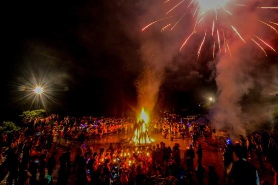 广西隆林彝族同胞欢度火把节