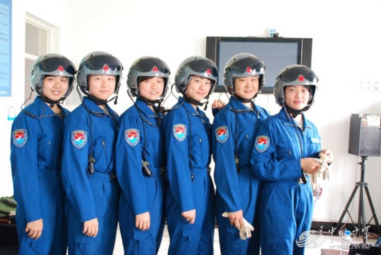 带你走近中国空军靓丽女飞行员