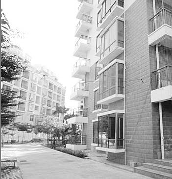 海口:开发商加盖3层楼 业主买房6年办不了证