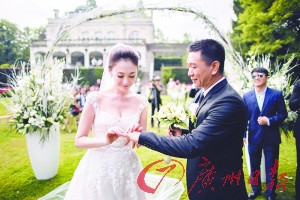 39岁李小冉嫁徐佳宁应采儿、朱丹等出席婚礼(图)