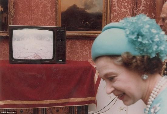英王室公布戴安娜王妃大婚罕见照片