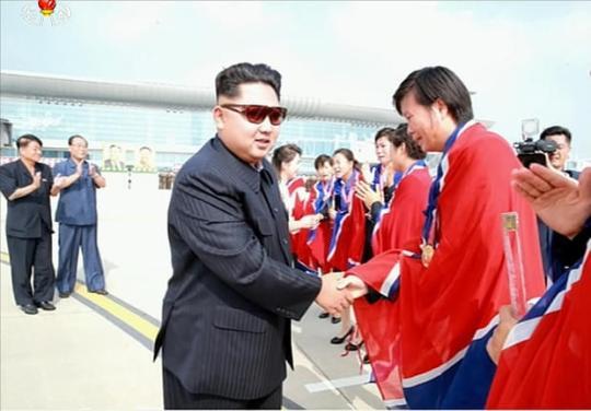 朝鲜女足卫冕东亚杯 金正恩亲自接机